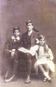 James Lawrie (in the middle) with his younger brother Ephraim (John) and his sister Margaret (Meg)