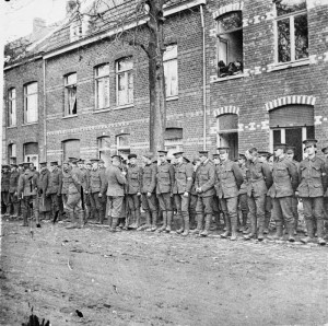 The roll call of 2nd Battalion, Scots Guards on the Menin Road, 27 October 1914. © IWM (Q 57239)