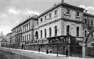 The central block of this building was the original Glasgow Academy designed by Charles Wilson in 1847. In 1878 it became the new home of the High School of Glasgow.